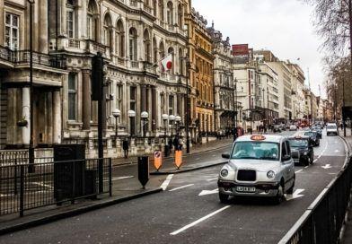 wielka-brytania-przepisy-dotyczace-samochodow-autonomicznych-ulica