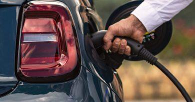fiat 500e ładowanie samochody elektryczne