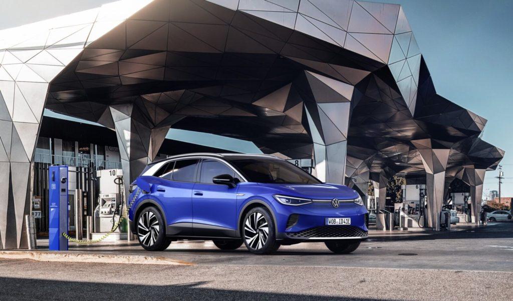 Volkswagen ID.4 ładuje się samochody elektryczne