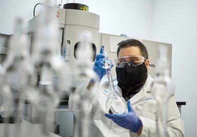 corning-gorilla-glass-apple-inwestycja-szklo-zginane - laboratorium