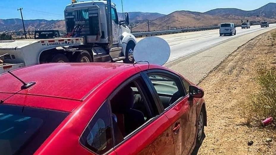 antena-starlink-toyota-prius-mandat-kalifornia-foto