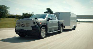 General Motors wprowadza nowe funkcje swojego systemy półautomatycznej jazdy Super Cruise do 6 samochodów z roku modelowego 2022.