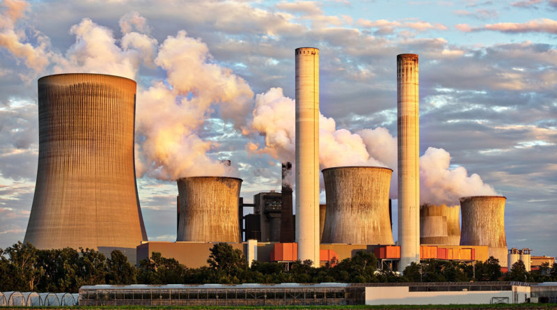 elektrownia kominy dym