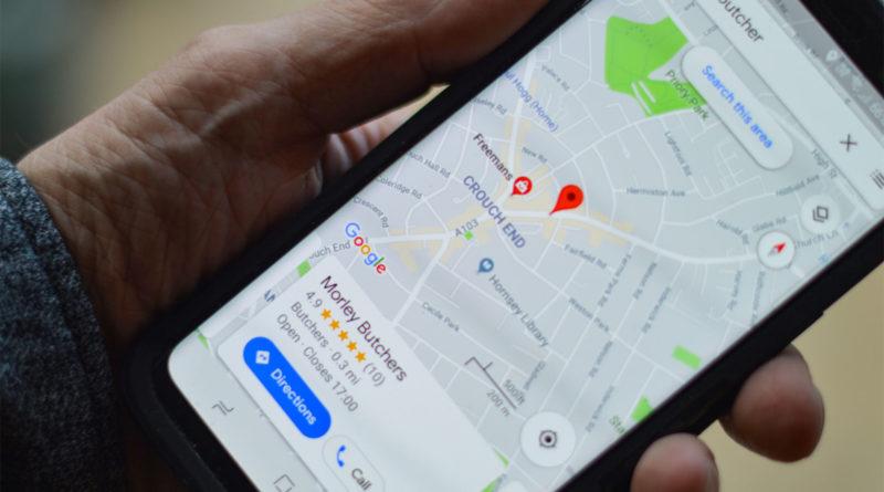 google maps smartfon dłoń