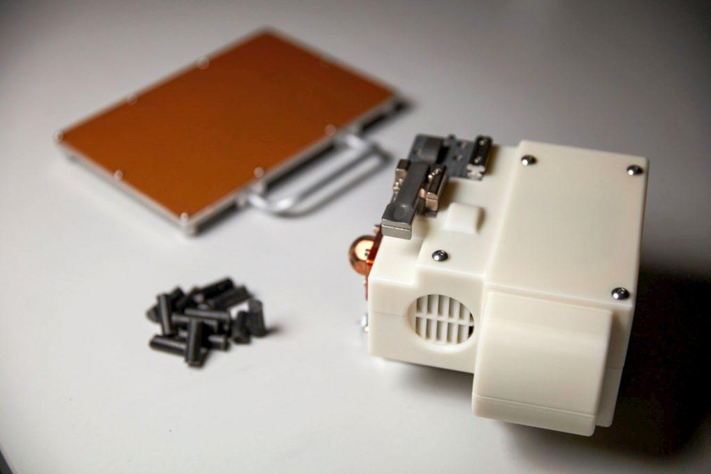 redwire-regolith-print-drukarka-3d-głowica-plyta-surowiec