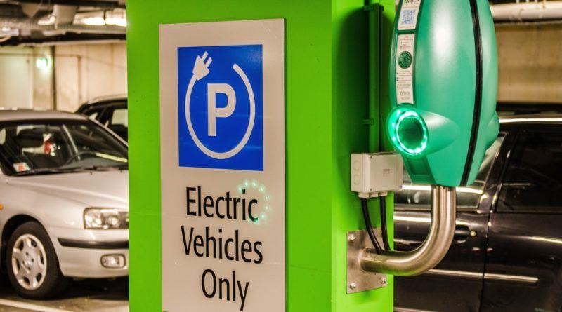 stacje-ladowania-samochodow-elektrycznych-cel-cyberprzestepcow