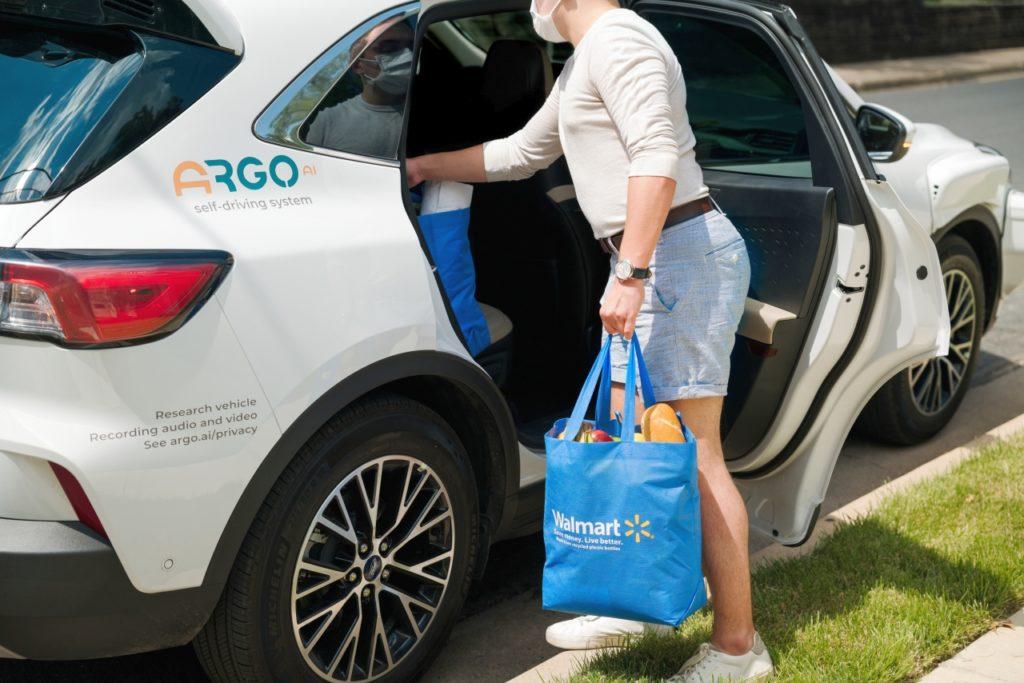 walmart-ford-argo-ai-autonomiczna-dostawa-zakupow-usa-klient