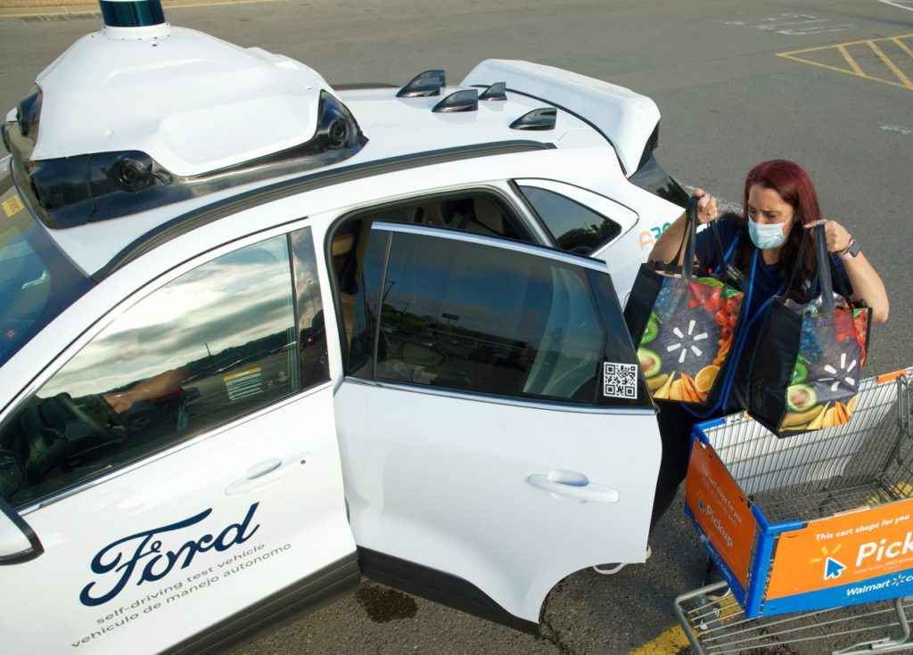walmart-ford-argo-ai-autonomiczna-dostawa-zakupow-usa-pakowanie