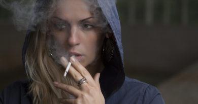 kobieta palacz papieros