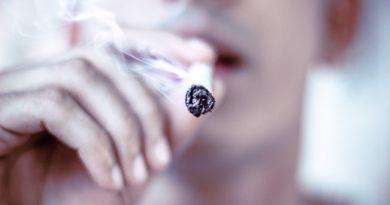palacz palenie zabija amritanshu sikdar unsplash